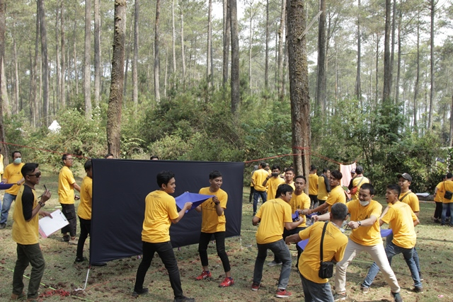 Fun Team Building Outbound - Paket Outing Lembang Bandung - Zona Adventure Outbound