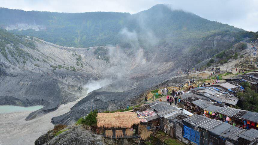 Gunung Tangkuban Perahu-Tempat Outbound Lembang Bandung Terbaik Terpopuler-Zona Adventure Indonesia